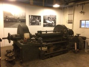 Restasuratie center te Klarenbeek Fineerschil machine